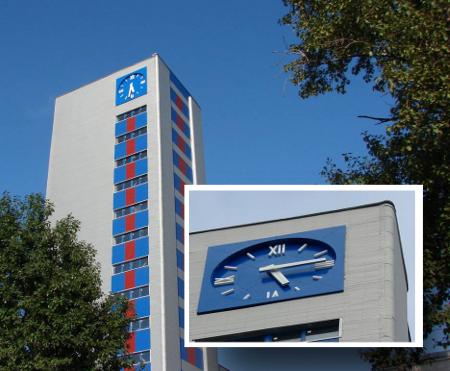 Фасадные часы. Обуховский завод (г. Санкт-Петербург)
