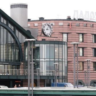 Фасадные часы. Ладожский вокзал (г. Санкт-Петербург)