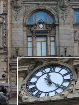 Фасадные часы на Невском пр., 62 (г. Санкт-Петербург)