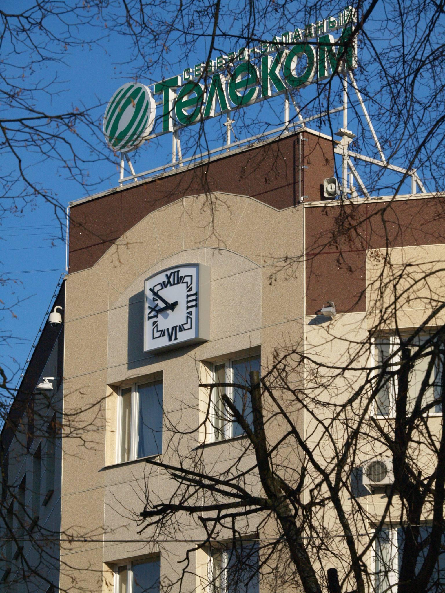 Фасадные часы. Северо-западный Телеком (г. Великий Новгород)