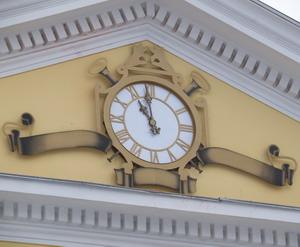 Фасадные часы. Театр Кукол (г. Гомель)
